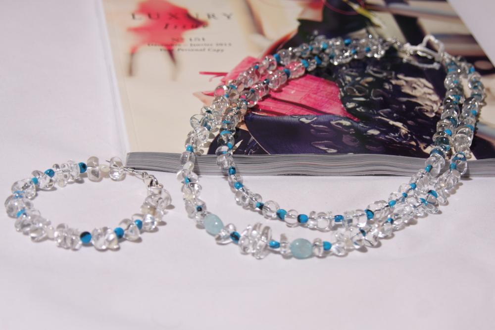 Photo Parure sur-mesure en Cristal de roche et tons de bleu